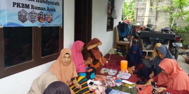 IRT Dhuafa Emperom Dilatih Handicraft