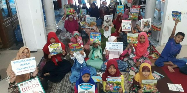 TBM RUMAN Aceh Terima Donasi ASEAN Charity Golf