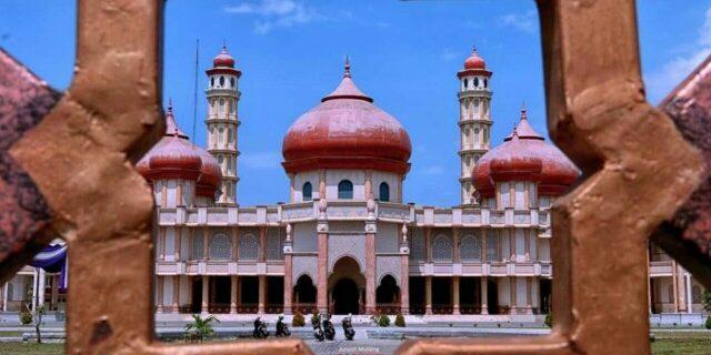 Kemegahan Masjid Bercorak Mediterania di Meulaboh