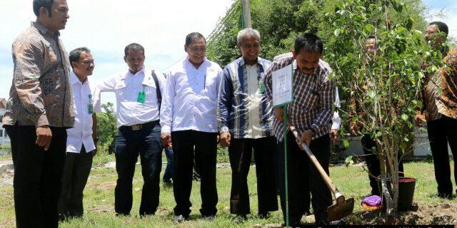 UIN Ar-Raniry Dukung Penuh Program 25 Pohon Selama Hidup