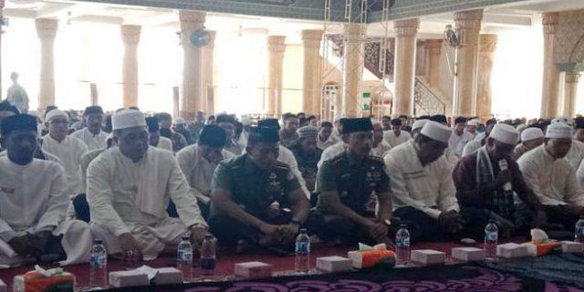 Bupati dan Masyarakat Aceh Barat Doakan Korban Tsunami