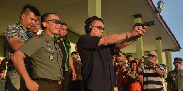 Gubernur Aceh Jajal Pistol G2