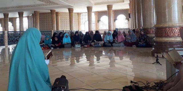 Muslimah Aceh Barat Ikut Gerakan Hafal Quran Sehari