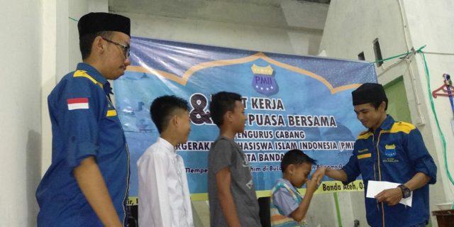 PMII Banda Aceh Santuni Anak Yatim