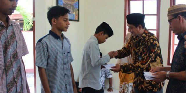 Kemenag Aceh Barat Santuni Fakir Miskin