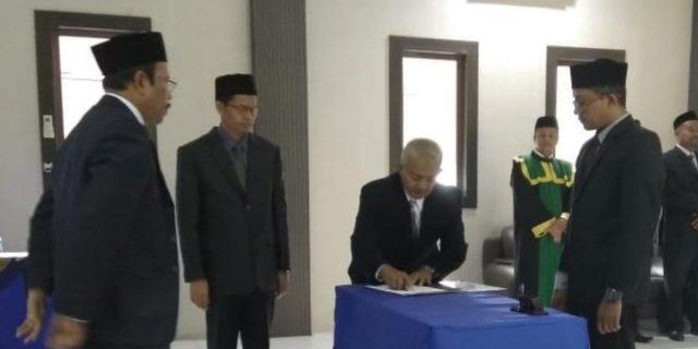Rektor UTU Lantik 17 Pejabat Baru
