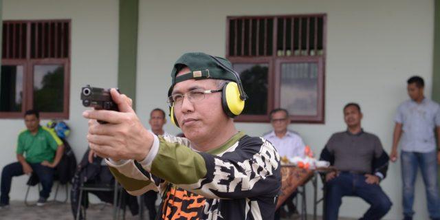 Danrem Teuku UmarAjak Wagub Latihan Menembak