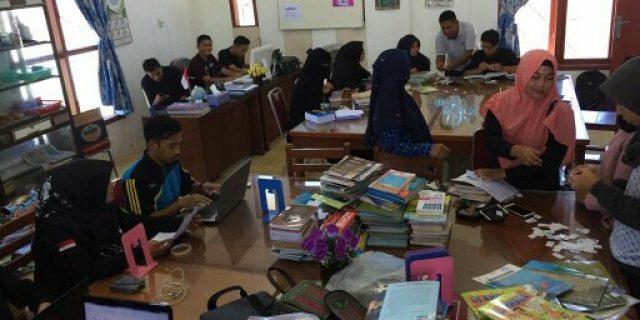 Mahasiswa Ilmu Perpustakaan UIN Ar-Raniry Bedah Pustaka Gampong Neusu Aceh