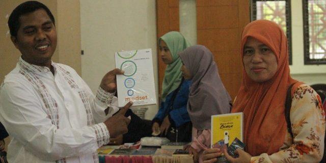 Peringati Hari Buku Nasional, Mahasiswa UIN Ar-Raniry Gelar Bazar Buku