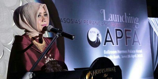Darwati Kukuhkan Asosiasi Perancang Fashion Aceh