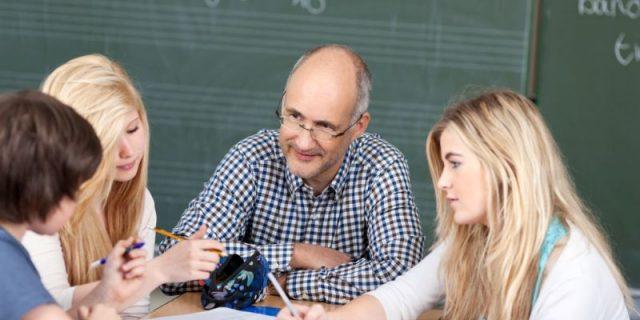 'Dosen Jangan Cuma Mengajar'