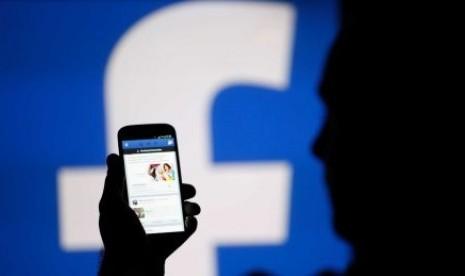 jutaan data dari akun facebook digunakan oleh cambridge analytica  180405085250 360