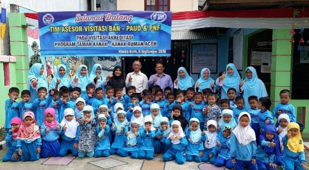 3. Foto bersama asesor BAN PAUD PNF Aceh 1 1548x1161