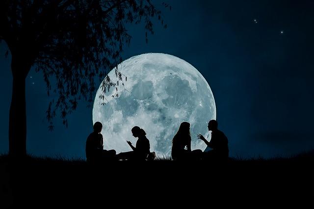 moon 2776955 640