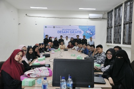 para peserta foto bersama dengan Narasumber 1072x712