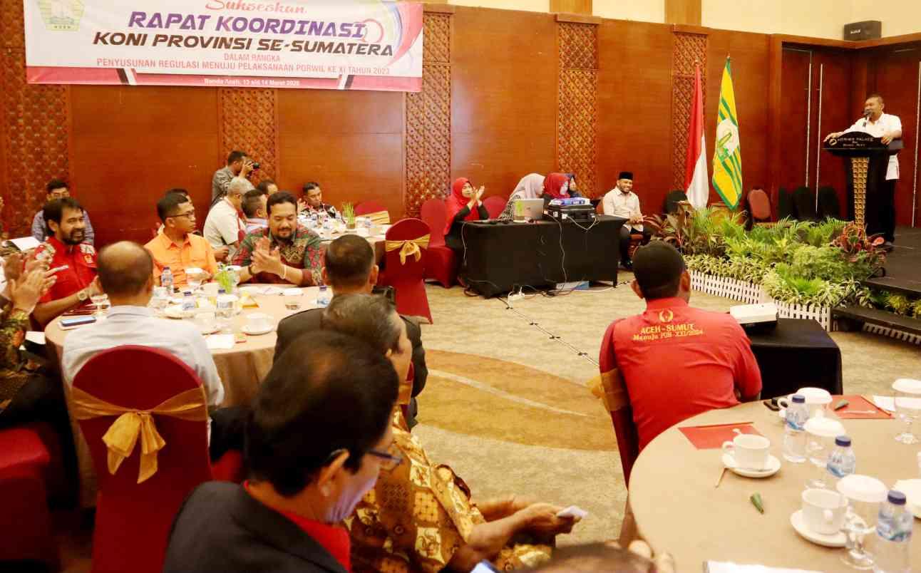 Soedarmoe Saat Membuka secara resmi Rakor KONI se Sumatera Tahun 2020 compress0