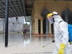 Mahasiswa STAIN Meulaboh Semprot Disinfektan di Sejumlah Masjid